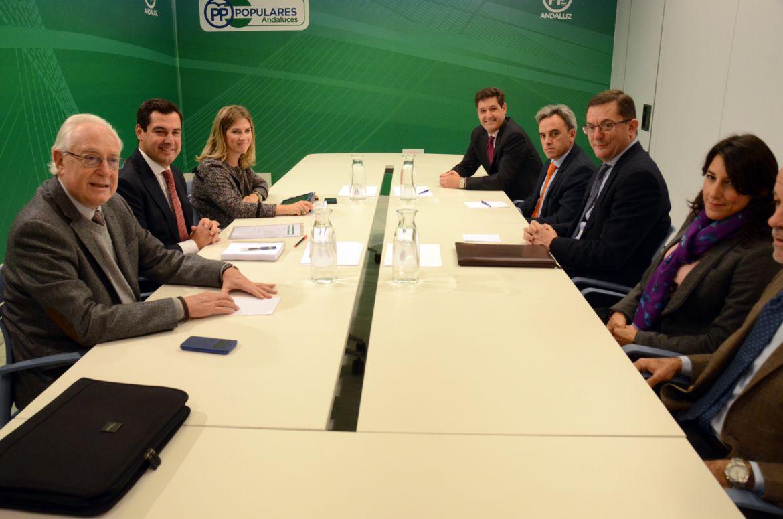 Juanma Moreno se reúne con la directiva de CESUR
