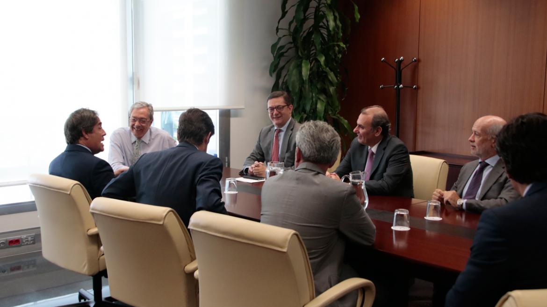 Parte de la comisión ejecutiva de CESUR se reúne con el consejero de Economía y Conocimiento