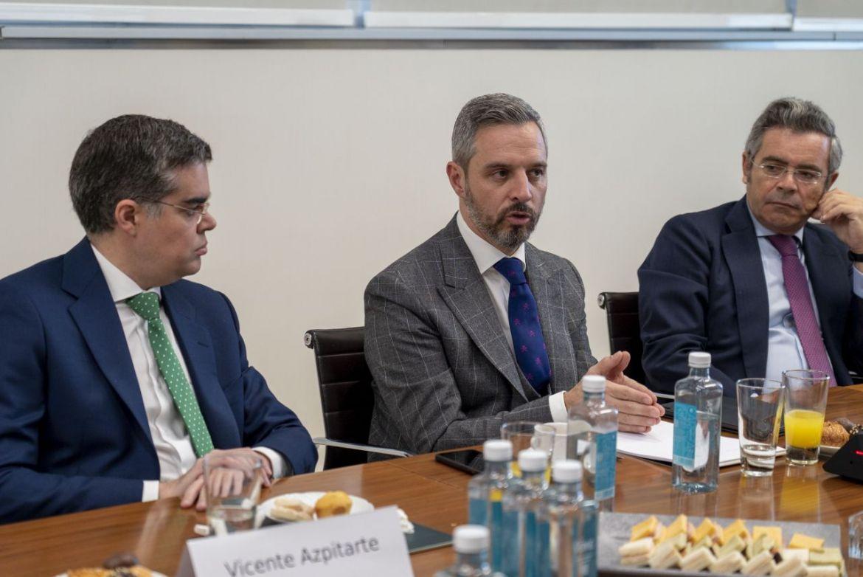 El Consejero de Hacienda mantiene un desayuno privado con los amigos de CESUR en Madrid